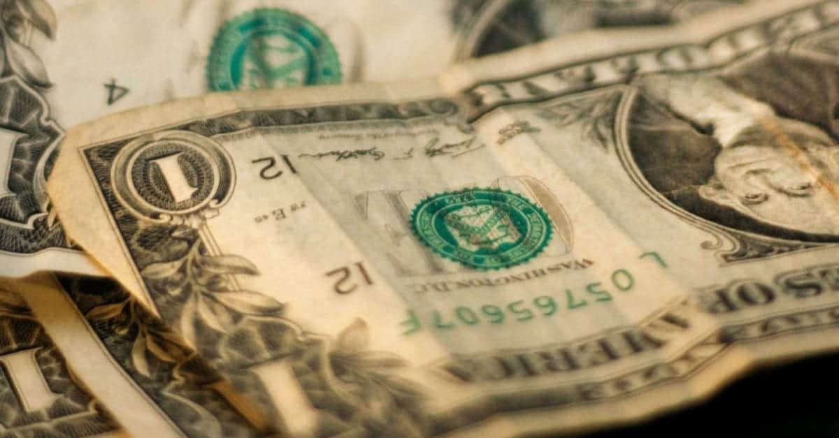 12 Money Saving Tips for Dorm Shopping 1