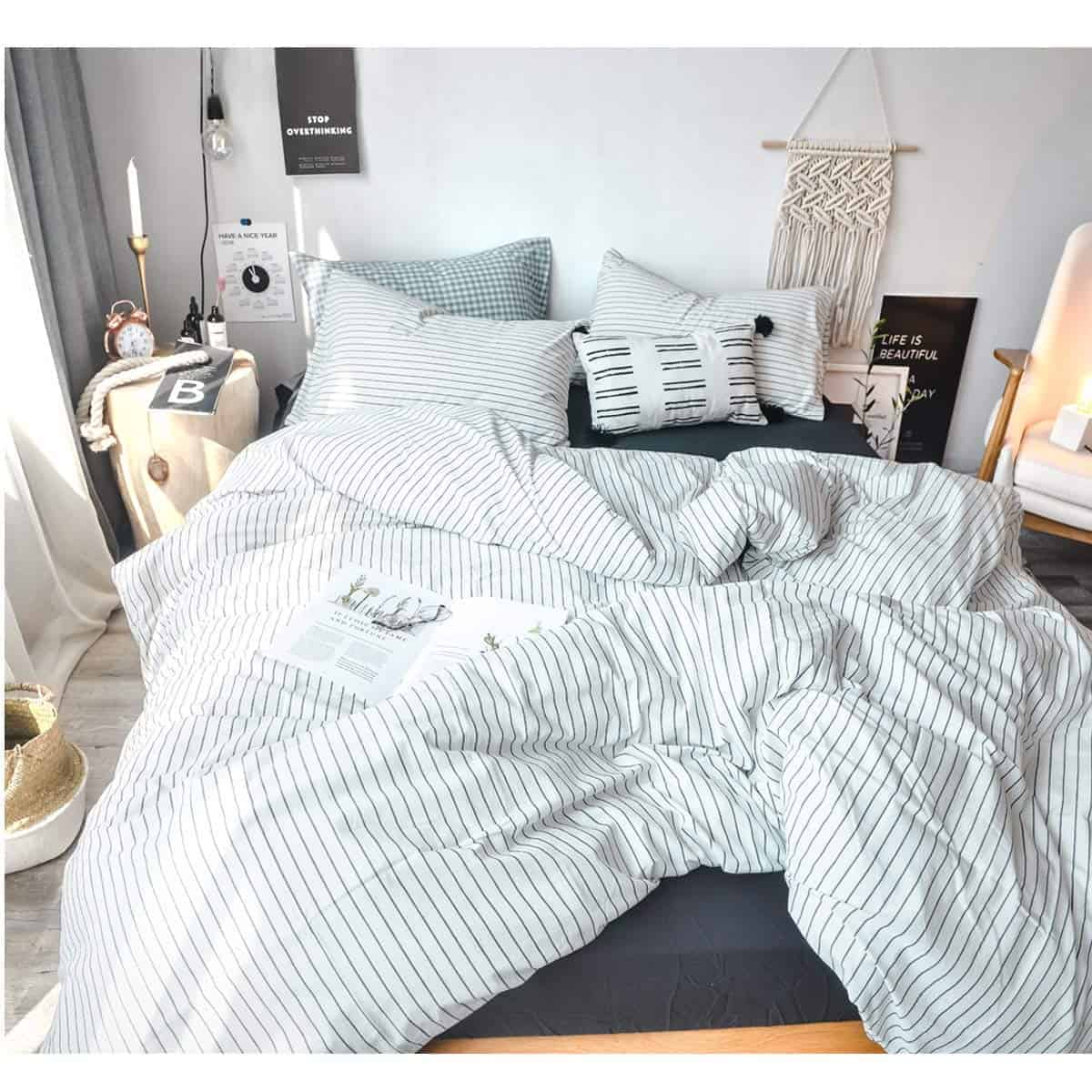 20 Cozy Dorm Room Ideas to Snuggle Up To