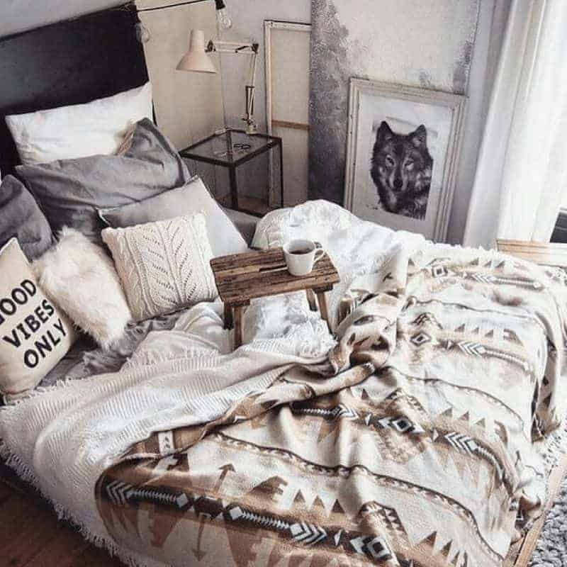 20 Cozy Dorm Room Ideas to Snuggle Up To 11