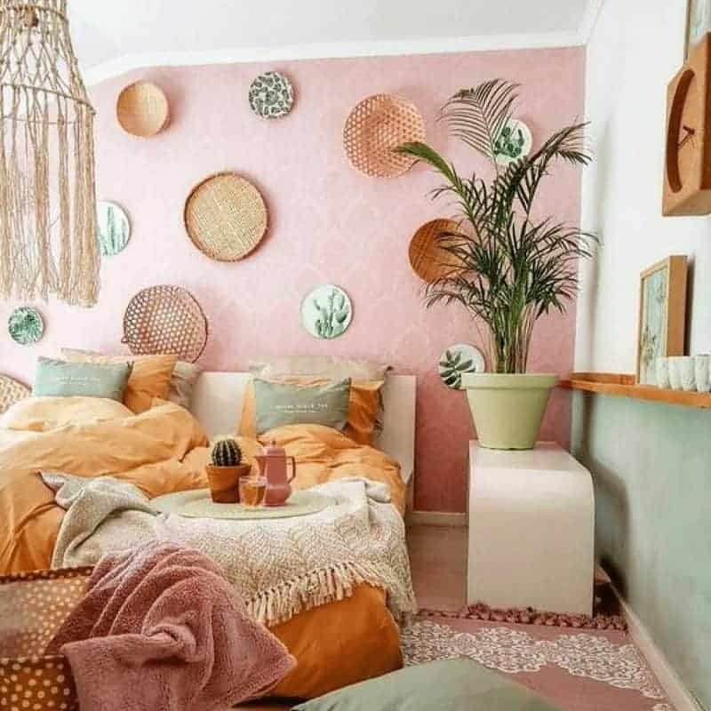 20 Cozy Dorm Room Ideas to Snuggle Up To 13