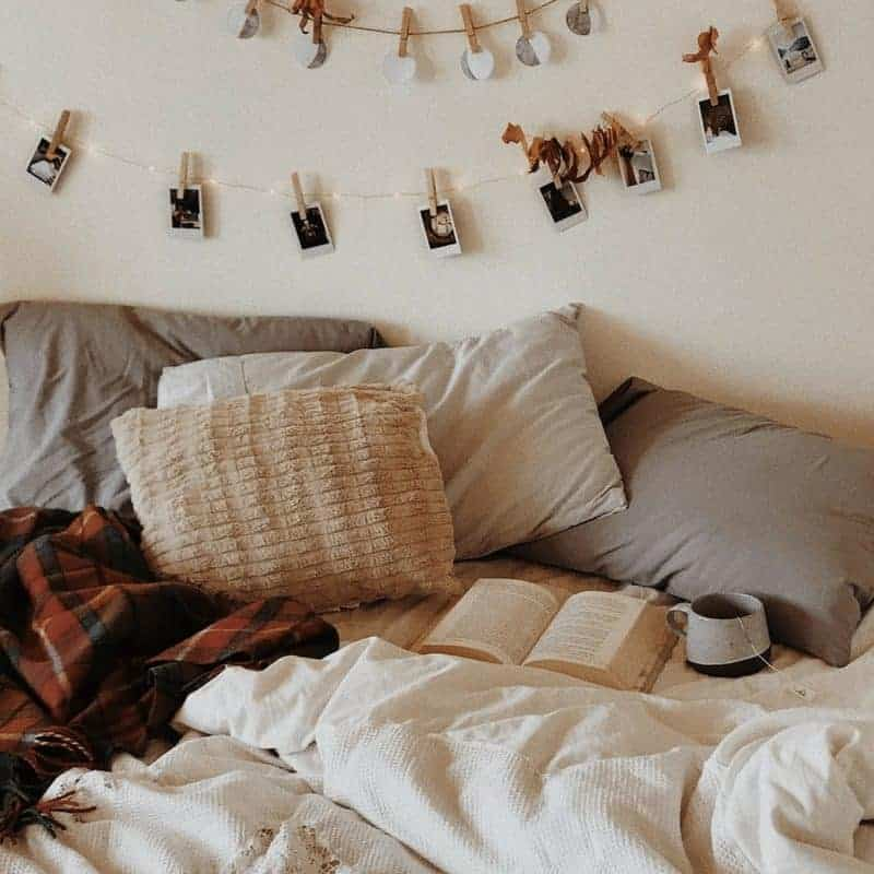 20 Cozy Dorm Room Ideas to Snuggle Up To 10