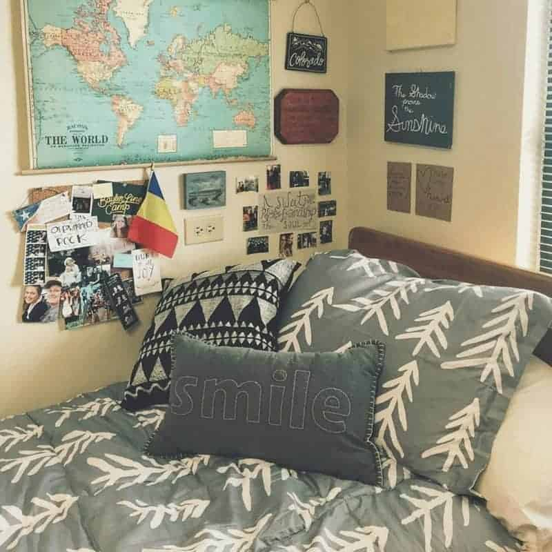20 Cozy Dorm Room Ideas to Snuggle Up To 2