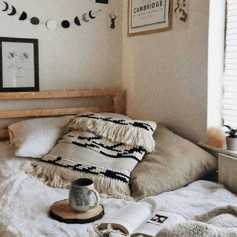 20 Cozy Dorm Room Ideas to Snuggle Up To 4