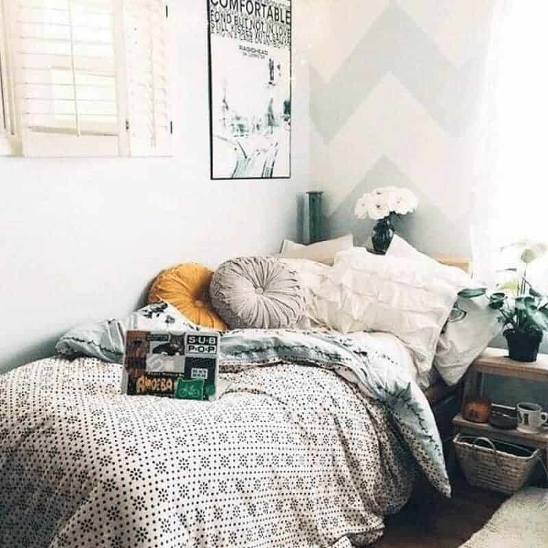 20 Cozy Dorm Room Ideas to Snuggle Up To 7