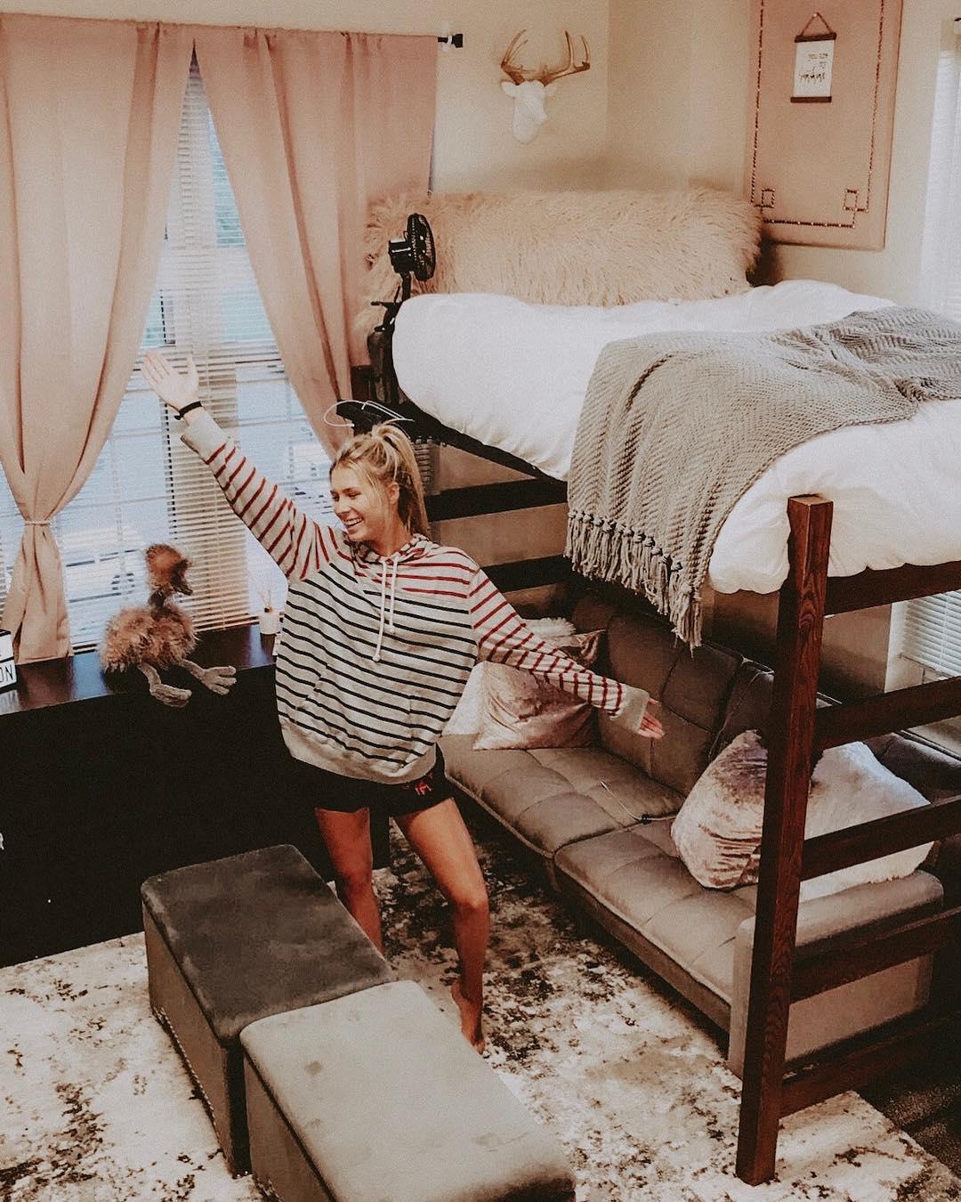 14 Seriously Impressive Girl Dorm Room Layout Ideas
