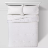 white Twin XL bedding set for a college dorm