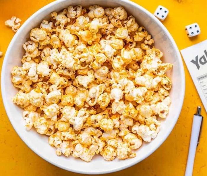 dorm snacks recipes - sriracha popcorn
