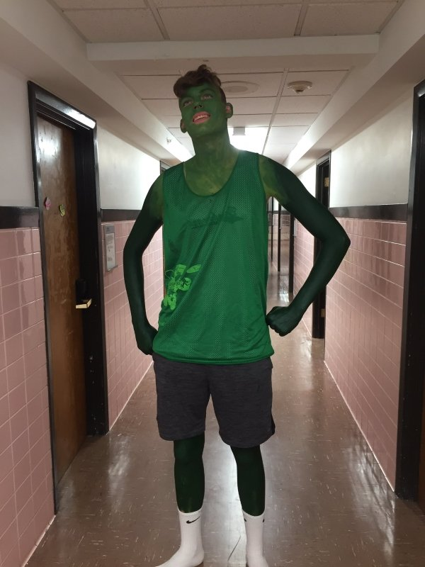 guy painted green for his Halloween costume