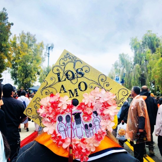 """yellow decorated grad cap that reads """"los amo"""""""