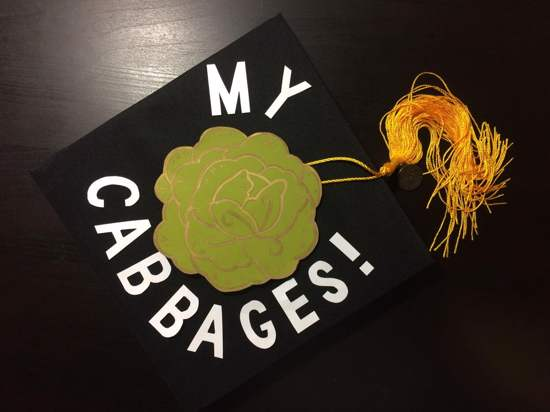 easy design on graduation hat