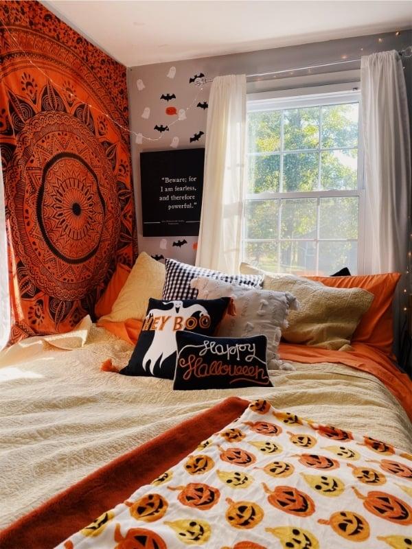 college dorm bedroom decorated for Halloween